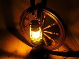 светильник и колесо