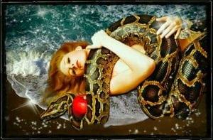 девушка и змея