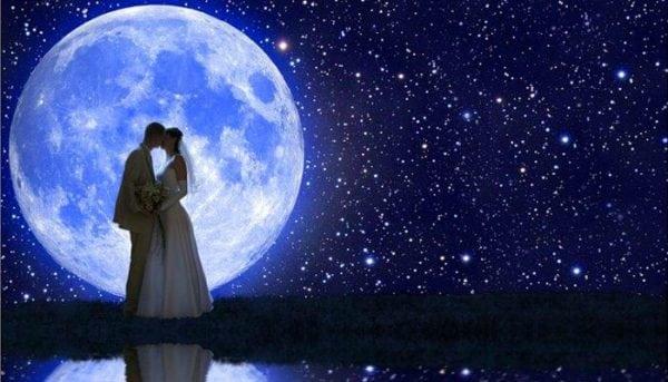 влюбленные при луне