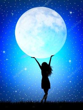полная луна в руках женщины