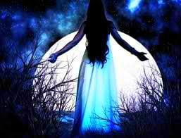 луна и девушка