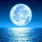 луна и море